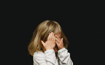 Kiedy dziecko się wstydzi… Niewyśmiewaj, adopinguj